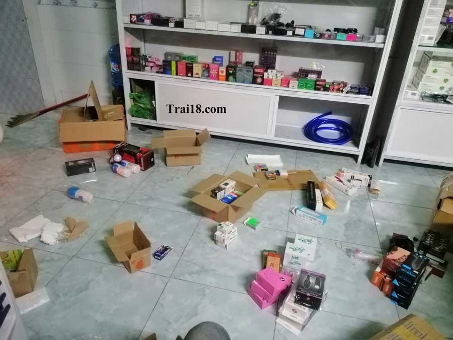 Trai18 đóng hàng gửi cho các shop sỉ của mình